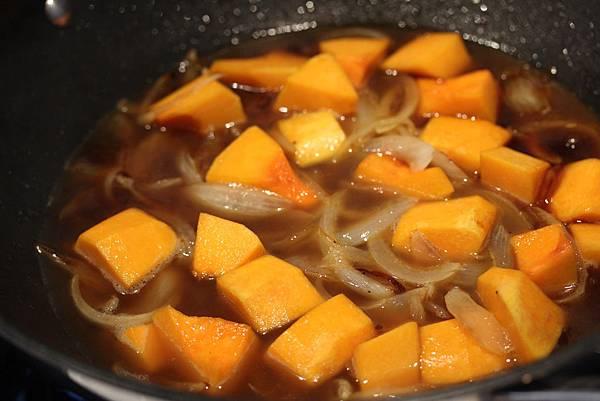 南瓜野菇燉牛肉ste2.JPG