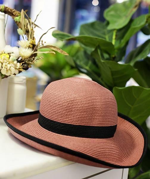 深粉紅立邊女帽產品照.jpg