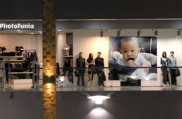 小比街上櫥窗廣告1.jpg