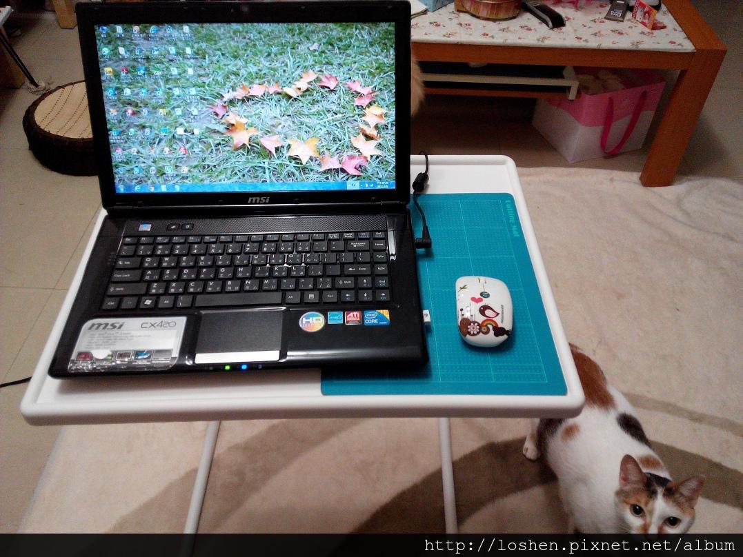 購得樂 可折疊萬用筆電桌/床上桌