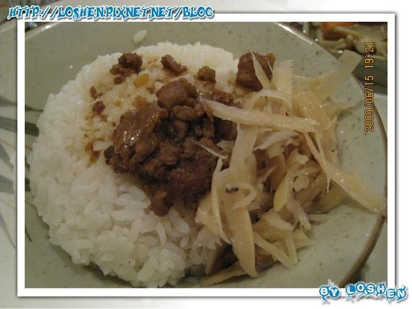 生活故事-中式排餐的吃到飽滷肉飯