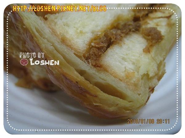 法蘭四季-火腿起酥三明治烤得酥酥的邊