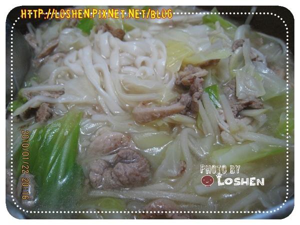 新港生炒鴨肉羹-加入陽春麵與高麗菜