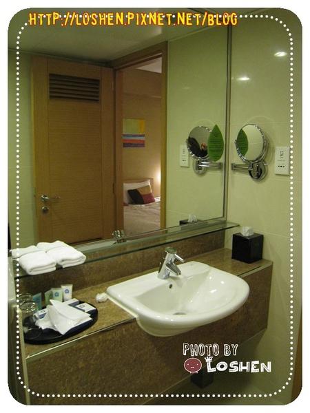 百樂飯店-超大鏡子與洗手台