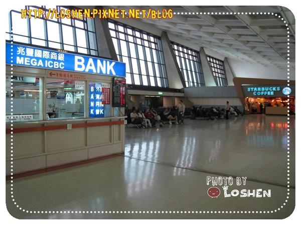 桃園機場第一航廈的星小巴&兆豐銀行
