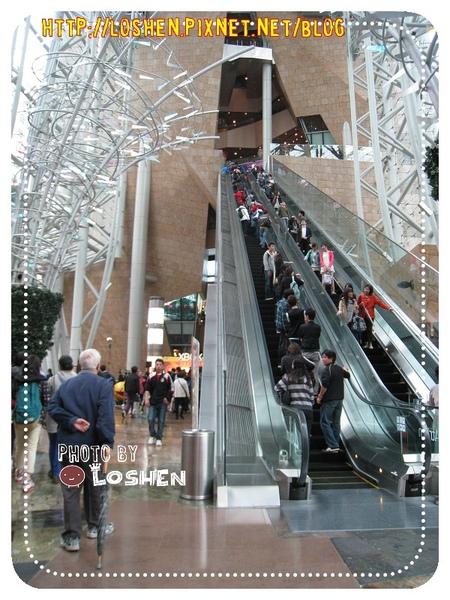 香港朗豪坊的挑高手扶梯