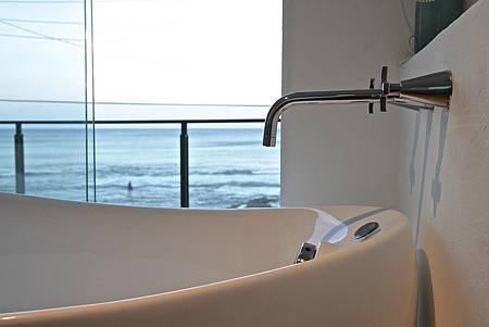 12卡布里之歌兩人房海景浴缸.jpg
