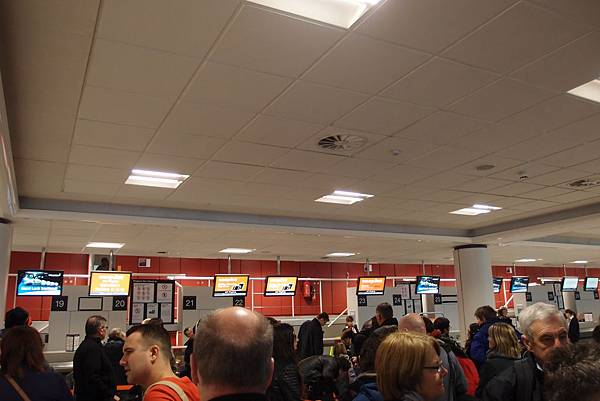 Easyjet check-in counter @ Edinburg Airport