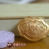 婚禮小物獨家幸福久久久-父親節台北市市長替滿月新生兒戴上金鎖片