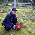 普普穿著粉絲送的尼金斯基T採蘑菇