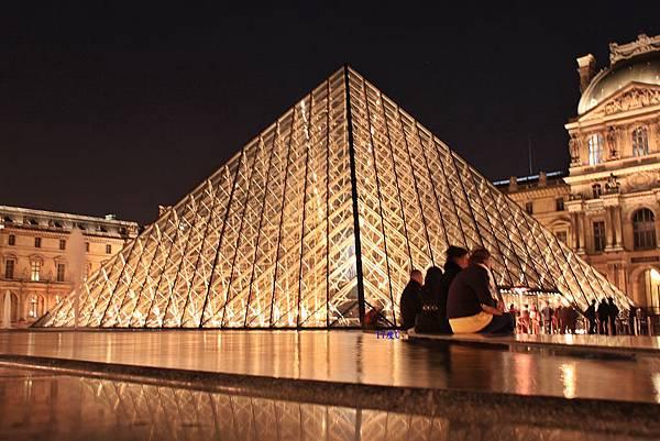 【巴黎。遊走】繼續隨興法國流浪中。羅浮宮。卡魯索凱旋門。杜樂麗花園