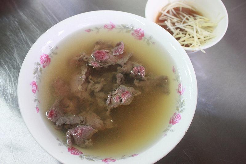 環島沙發旅行-台南-阿村牛肉-碗粿 (7)