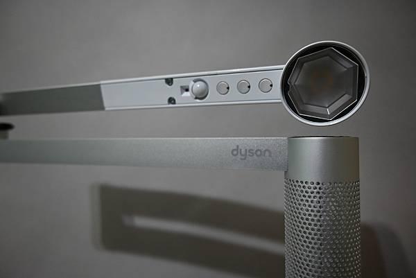 Dyson Lightcycle Morph™智慧檯燈開箱,dyson推薦,LED檯燈挑選分享,dyson智慧檯燈,戴森開箱,dyson智慧檯燈評測
