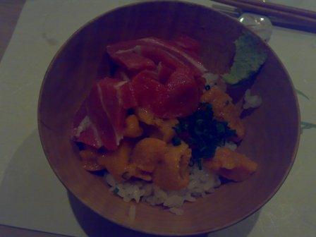 鮪魚肚 水海膽 鮭魚蛋滷肉飯.jpg