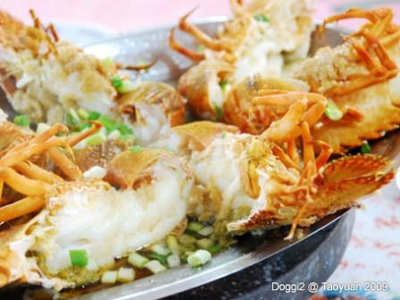 竹圍漁港俗稱小龍蝦的的倒退嚕250元一隻.jpg