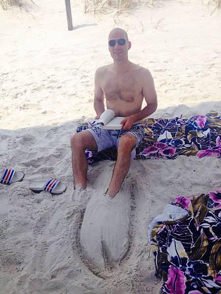 海邊曬太陽看書