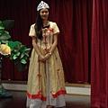 Sarah飾演伊麗莎白女皇二世。  BY淳恩101.6.27