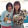 老師跟詠茹和照真幸福詠如吃到美味的漢堡by詠茹