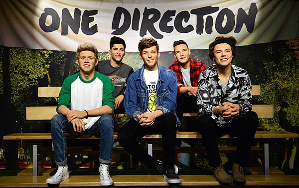 one-direction-wax-figure-new.jpg
