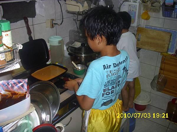 99-07-03做鬆餅 (4)