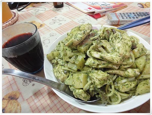 青醬雞肉義大利麵02.JPG