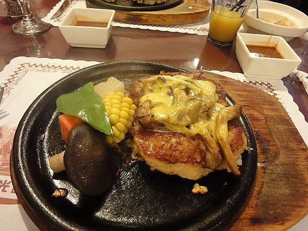 西雅圖庭園美食咖啡館-主菜(豬排).JPG