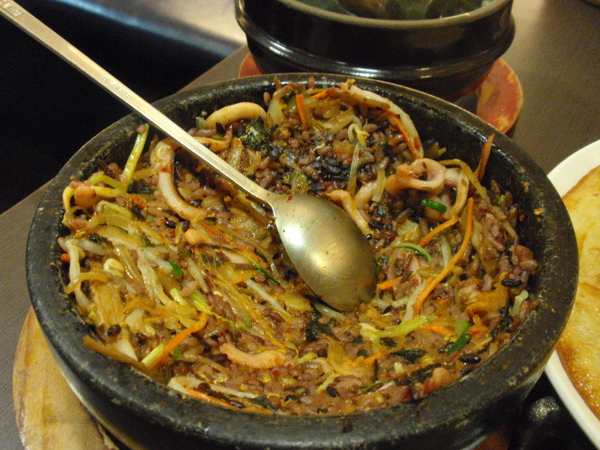春川韓食館-泡菜魷魚石鍋拌飯