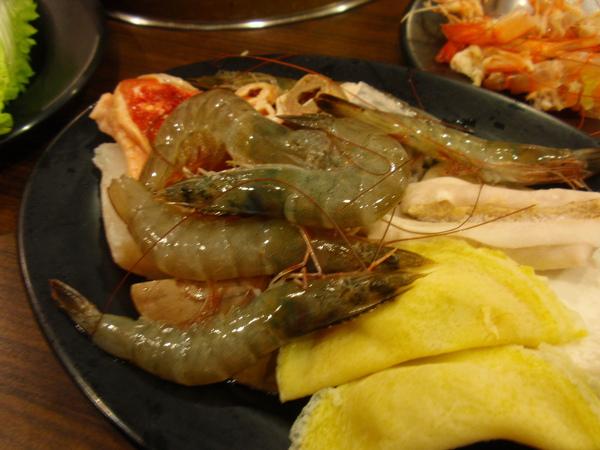 鮮都麻辣鴛鴦鍋-吃不厭的蝦子.JPG