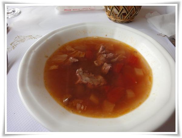 新國際-蕃茄牛肉清湯.JPG