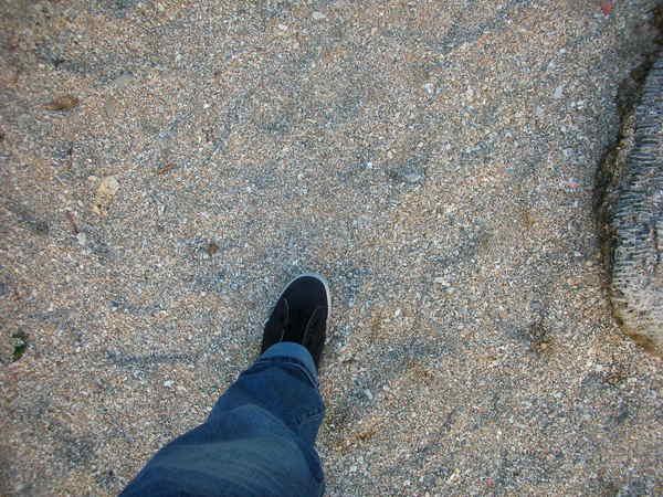 踏上沙灘地一步