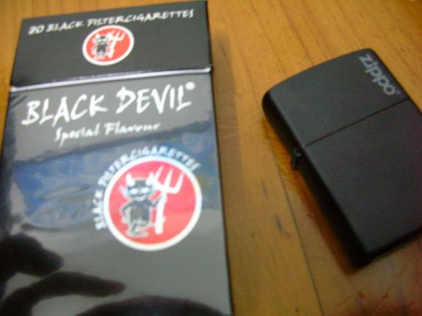 小惡魔 VS BLACK ZIPPO