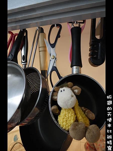 001-在廚房的比班
