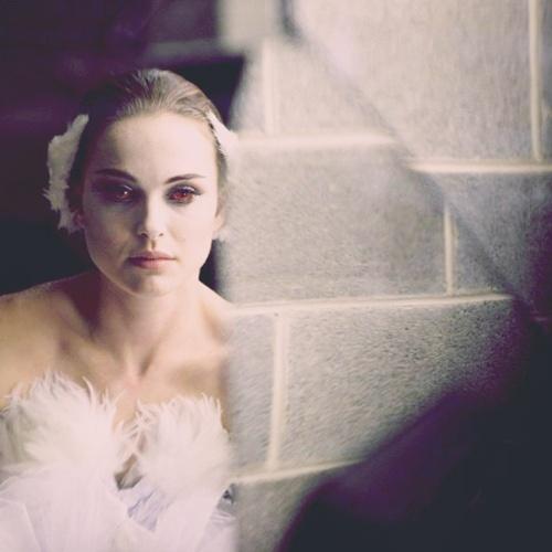 black-swan-behind-the-scenes-video-with-rodarte-and-swarovski-05.jpg