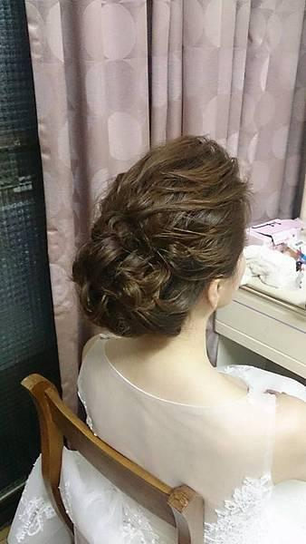 髮量雖細少但還是可以做出豐盈的造型