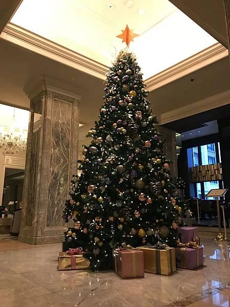 飯店大廳聖誕樹