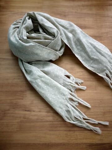 好喜歡。的。手作灰色水玉圍巾