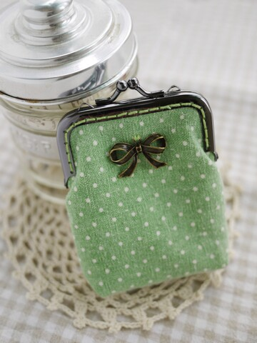 001111KAAA2A08-綠色水玉蝴蝶口金包