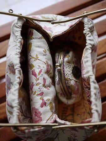 003312DBBB6A00-優雅玫瑰風情雙層手拿包-4