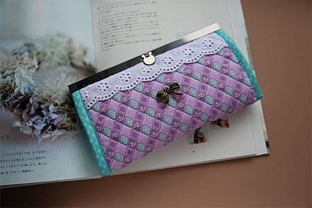 012913BAAB6A06-紫色迷情皮夾包 (1)