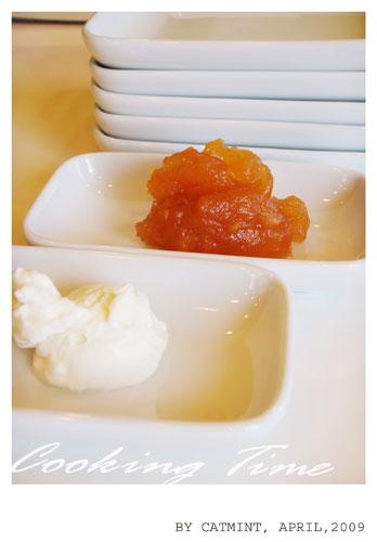 搭配手工的焦糖蘋果果醬和Marscarpone Cheese