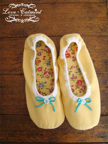 春天的色彩。芭蕾舞風室內鞋