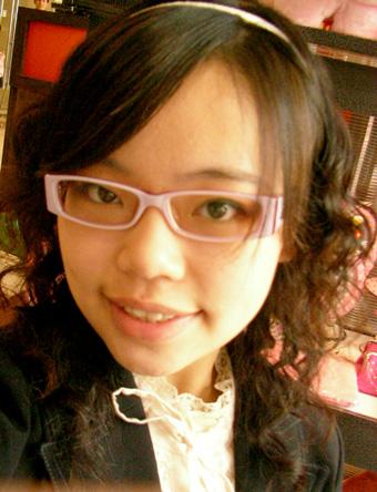 衣蝶打工自拍,還有新眼鏡唷!!