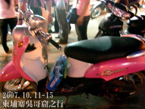 柬埔寨的YAMAHA機車,椅墊長耶!