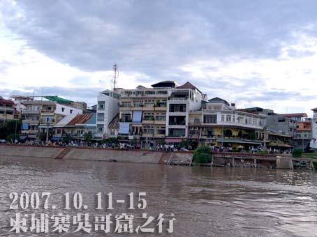 船上拍向河畔,這是洋人街
