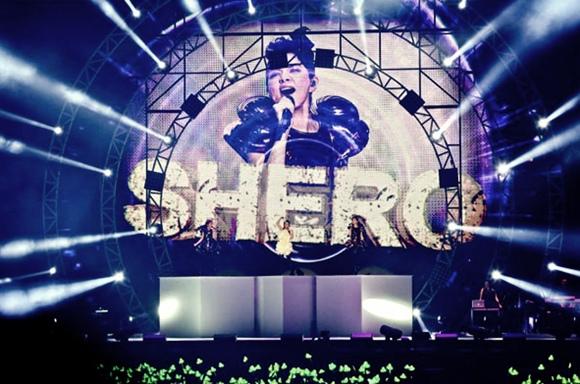 SHE001.jpg