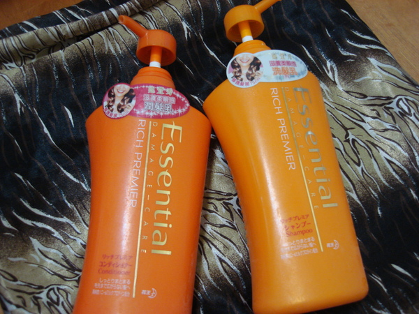 Essential滋養柔順感感洗髮&潤髮乳.JPG