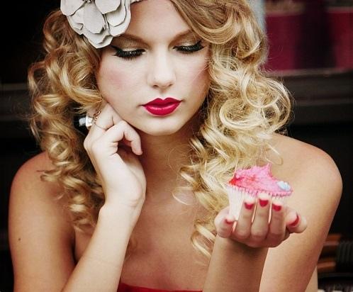 taylor eat cake.jpg