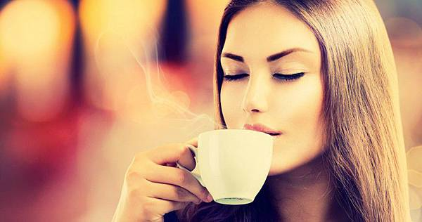 美女喝咖啡