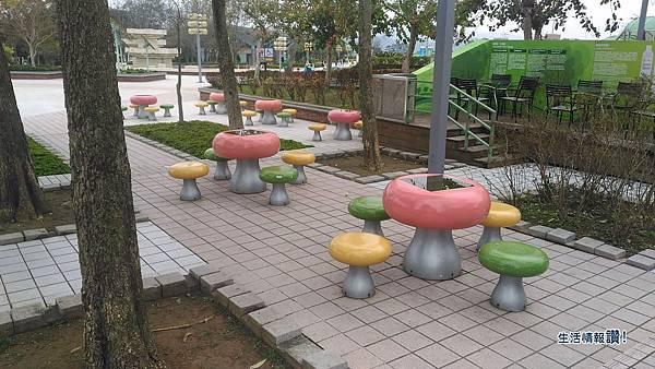 國道3號關西休息站-蘑菇桌椅