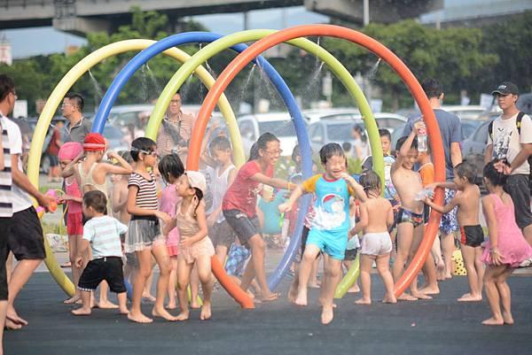 【台北玩水景點(免費)】💦大佳河濱公園兒童戲水區